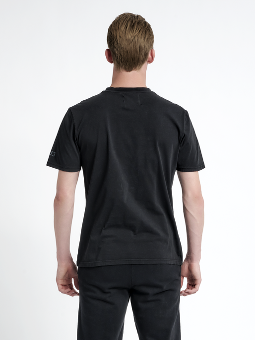 HALO COTTON TEE, BLACK, model