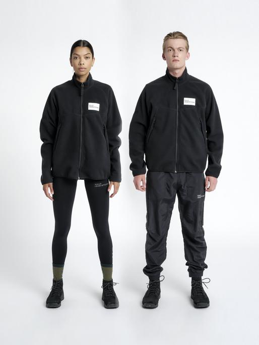 HALO ZIP FLEECE, BLACK, model