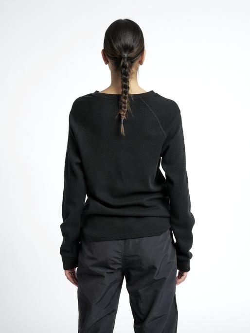 HALO WAFFLE LONGSLEEVE, BLACK, model