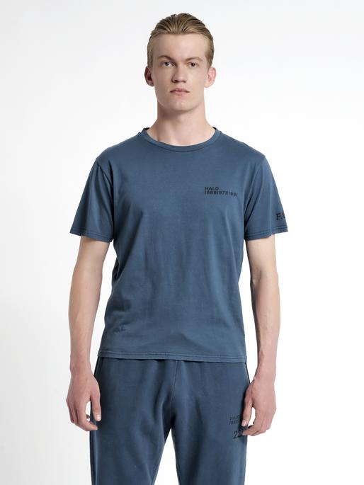 HALO COTTON TEE, WHITE/DRESS BLUE, model