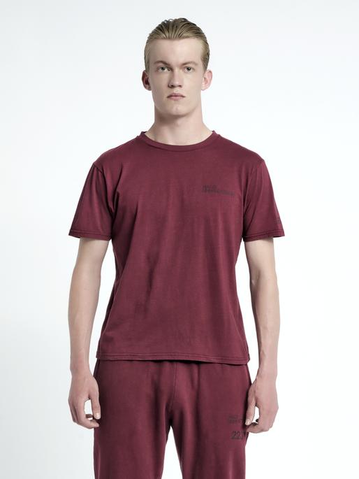 HALO COTTON TEE, BORDEAUX, model