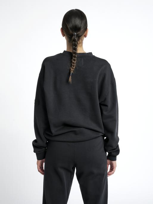 HALO COTTON CREW, BLACK, model